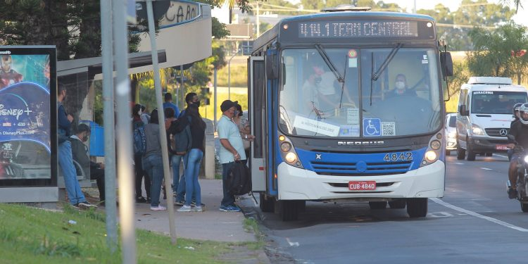 Empresa municipal de trânsito promete reforçar a frota por conta do horário do comércio. Foto: Leandro Ferreira \ Hora Campinas