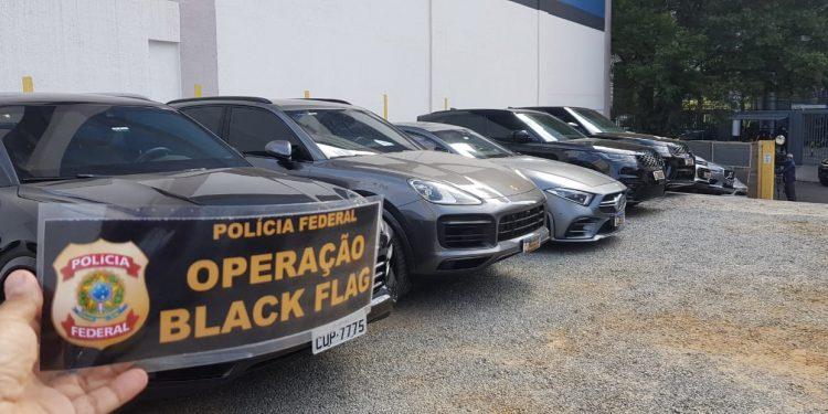 Carros de luxo aprrendidos pela PF na Operação Black Flag. Fotos: Leandro Ferreira \ Hora Campinas