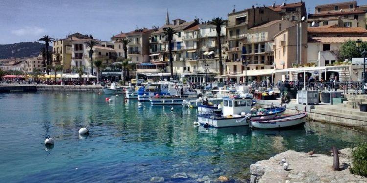 Praia na Europa: governantes admitem flexibilizar regras para turistas - Foto: Pixabay
