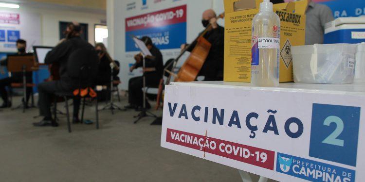 O Estado projetou para julho o início da imunização das pessoas de 55 a 59 anos e dos profissionais da educação . Fotos: Leandro Ferreira \ Hora Campinas