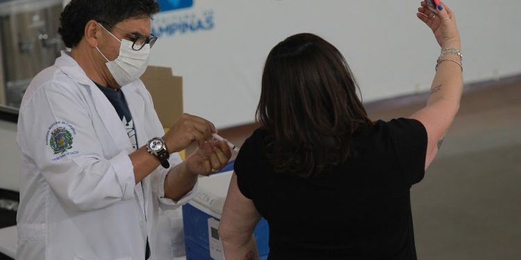 Mais de 20 mil vagas para imunização do grupo de comorbidades foram abertas neste sábado. Foto: Leandro Ferreira/Hora Campinas