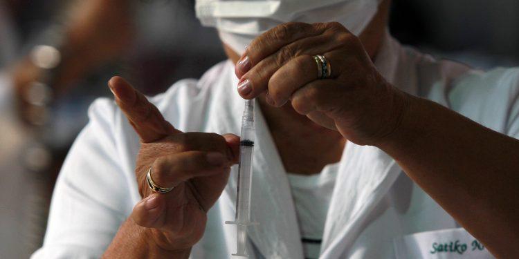 Vacinação acontece em 5 centros de imunização das 8h às 20h, de 2ª a 6ª feira; e das 8h às 18h, aos sábados e domingos. Foto: Leandro Ferreira \ Hora Campinas