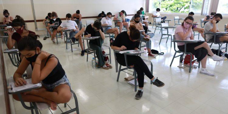Alunos durante prova do vestibular Unicamp 2020. Foto: Leandro Ferreira \ Hora Campinas
