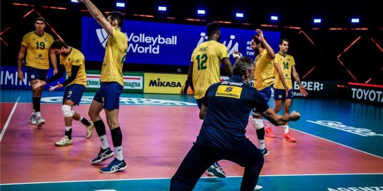 Comemoração do Brasil no ponto final da vitória sobre os canadenses. Foto: Divulgação/FIVB