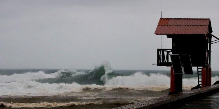 Frete fria traz tempestadee e ressaca nas praias do Rio de Janeiro