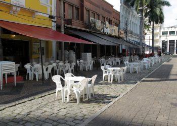 Área que concentra bares e restaurantes no centro de Campinas: com novas regras, funcionamento só até as 19h - Foto: Leandro Ferreira/Hora Campinas