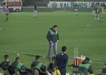 Derrota no Brinco frustrou o treinador, que enxergou falhas técnicas e descontrole emocional Foto: Leandro Ferreira/Hora Campinas