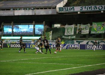 Momento do gol da vitória do Guarani marcado pelo meia Régis- Foto: Celso Congilio/Guarani FC