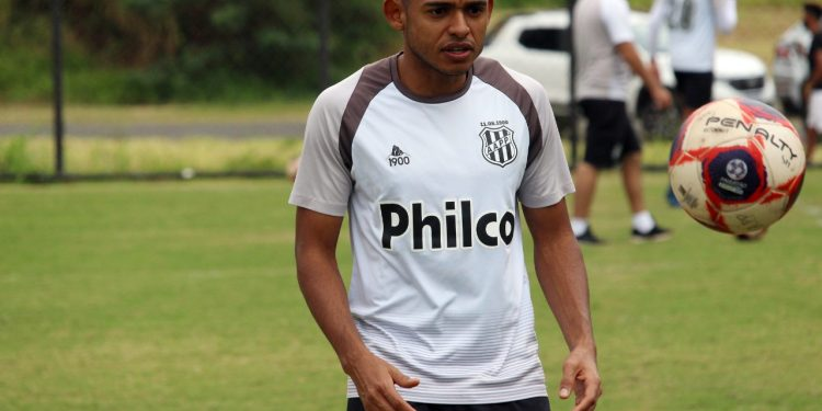 O volante Dawhan chamou a atenção do Cruzeiro, mas Ponte Preta promete fazer jogo duro - Foto: Ponte Press/Diego Almeida