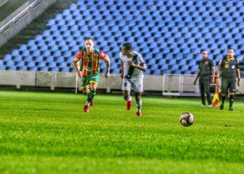 Em um gramado castigado pela chuva, Ponte Preta perdeu para o Sampaio Corrêa por 1 a 0, com gol no último lance da partida. Foto: Fredson Ferreira/Sampaio Corrêa