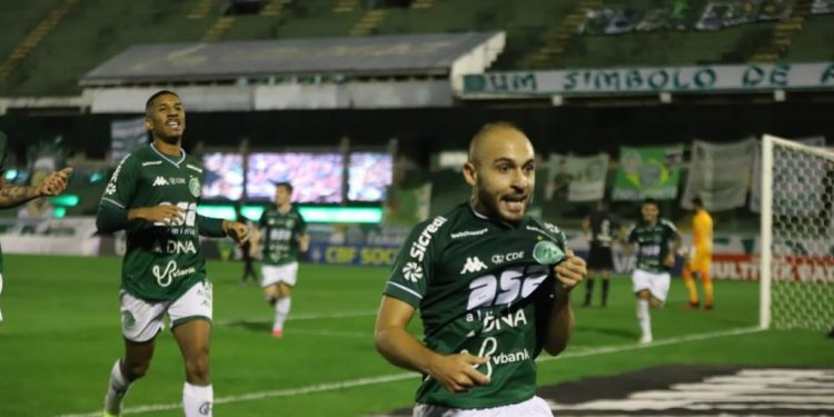 Régis comemora o gol da vitória do Guarani - Foto: Celso Congilio/Guarani FC