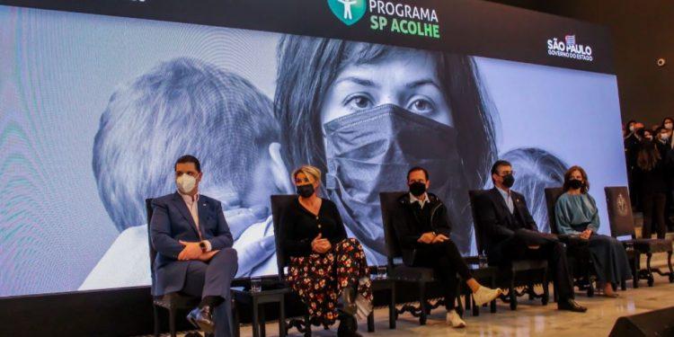 Cerimônia de lançamento do benefício de R$ 300 às famílias que perderam alguém para a Covid-19: ajuda para núcleos com renda até três salários mínimos inscritos em cadastro único Foto: Divulgação