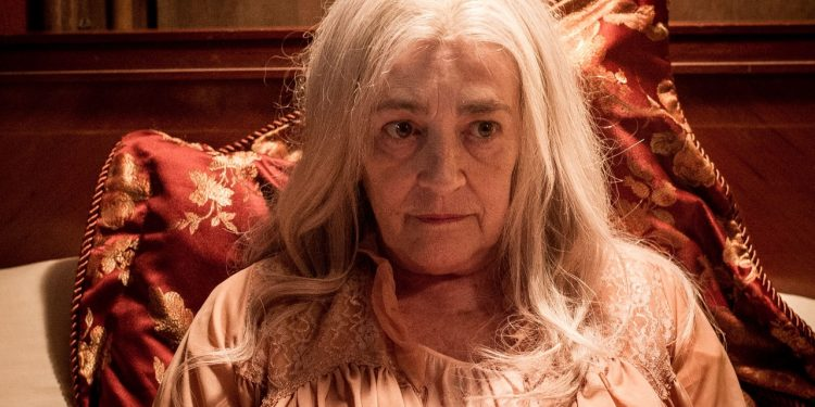 A antiga dona do bordel vivida pela espanhola Carmen Maura Foto: Mariana Vianna/Divulgação