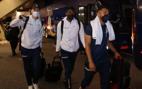 Atletas da delegação venezuela chegam a hotel em Brasília: eles testaram positivo e foram afastados Foto: Twitter/reprodução