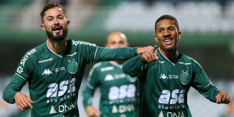 Bruno Sávio e Davó marcaram na vitória bugrina. Foto: Thomaz Marostegan/Guarani FC