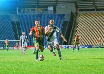 Em um duelo fraco, a Ponte criou jogadas apenas na primeira metade da partida. Foto: Fredson Ferreira/Sampaio Corrêa