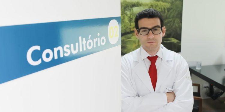 O oncologista Vinícius Corrêa da Conceição aponta que os tratamentos do melanoma estão entre os que mais evoluíram nos últimos anos. Foto: Leandro Ferreira/Hora Campinas