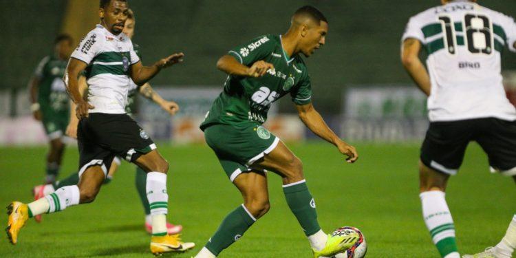 Lance da partida desta sexta, no Brinco, pela 7ª rodada da Série B. Foto: Rogério Capela/Guarani FC