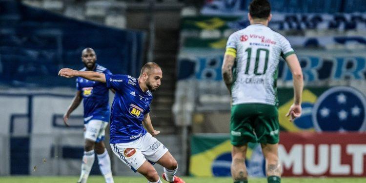 Régis, com a camisa do Cruzeiro, enfrentou o Guarani em duas oportunidades na última Série B. Foto:  Gustavo Aleixo/Cruzeiro