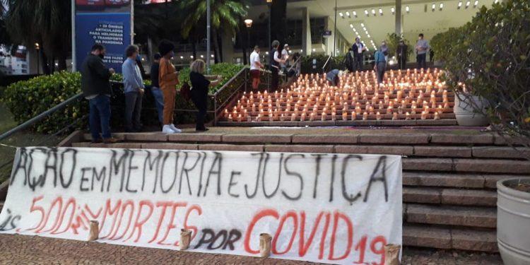 Ato ecumênico realizado na noite desta segunda-feira em Campinas: homenagem aos 500 mil mortos. Fotos: Reginaldo Euzébio
