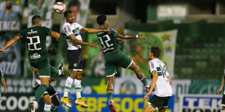 Em 14 partidas no Brinco, equipe acumula oito derrotas. Fotos: Rogério Capela \ GFC