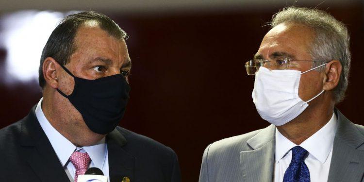 Os senadores  Omar Aziz e Renan Calheiros durante entrevista após a instalação da CPI da Pandemia, no Senado Federal. Foto: Agência Brasil