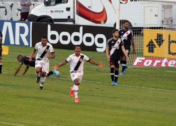 Renatinho, da Ponte, comemora gol empate diante do Vasco, no Majestoso. Fotos: Leandro Ferreira \ Hora Campinas