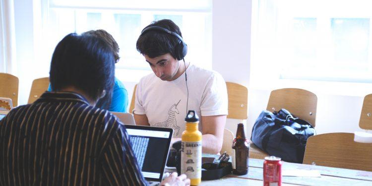 O conteúdo do Coletivo Online é focado em temas do mundo do trabalho. Foto: PixaHere/Divulgação