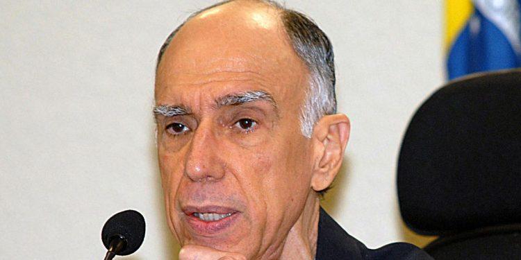 Marco Antônio de Oliveira Maciel teve longeva carreira política e integrou vários governos: era também acadêmico, advogado e professor Foto: Agência Brasil