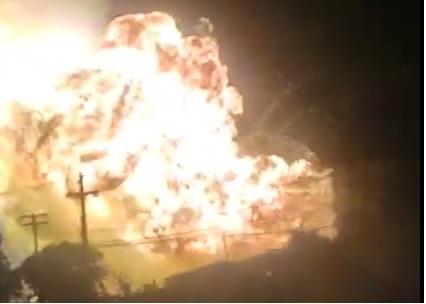 Momento da explosão do caminhão carregado de produtos químicos. Foto: Reprodução