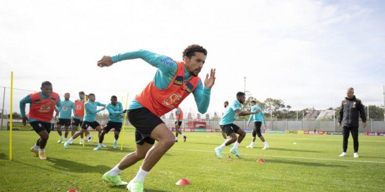 A Seleção Brasileira treinou na manhã desta segunda em Porto Alegre, antes de seguir para Assunção. Foto: Lucas Figueiredo/CBF