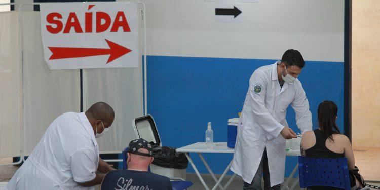 Posto de vacinação em Campinas: cidade vê aumentar o volume de infecções pelo novo coronavírus. Foto: Leandro Ferreira \ Hora Campinas