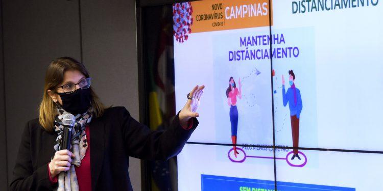 A diretora do Devisa, Andrea Von Zuben, em entrevista na Prefeitura Foto: PMC/Divulgação