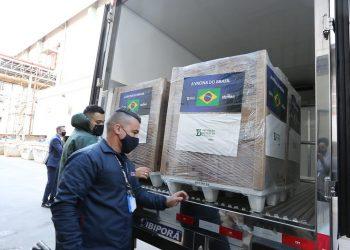 Carregamento com 1 milhão de doses foi entregue ao Ministério da Saúde. Foto: Governo de SP/Divulgação