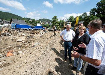 A primeira-ministra Ângela Merkel, visita área atingida pelos deslizamentos: tragédia numa potência econômica Fotos públicas: Bundesregierung