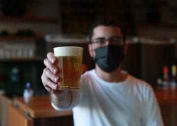 Lucas Batista Cruz, proprietário do Tricoma Bar, em Valinhos, que se inspirou em promoções similares nos EUA: movimento aumentou Foto: Leandro Ferreira/Hora Campinas