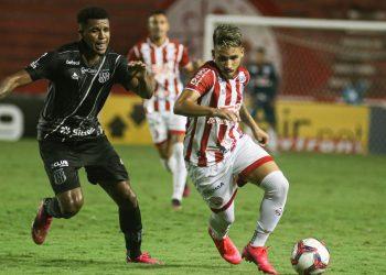 Lance da partida disputada na noite desta segunda (12), no Recife. Foto: Tiago Caldas/CNC