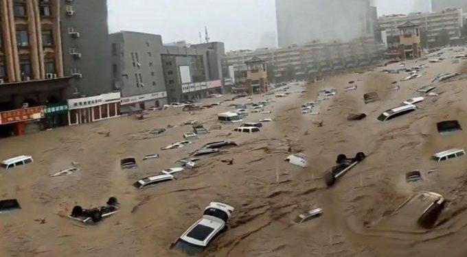 Meteorologistas de Zhengzhou afirmam que foi uma chuva com tempo de recorrência de mil anos. Foto: Reprodução/Twitter