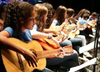 Alunos do projeto Oficinas de Música Caipira - Foto: Tempo Real Filmes/Divulgação