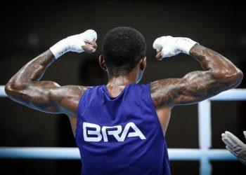 Abner Teixeira vence e se aproxima de uma medalha no boxe para o Brasil - Foto: Vander Roberto/COB