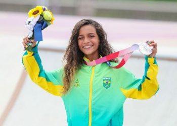 Brasileira ganhou a medalha de prata no Skate Street: a atleta mais jovem da história do Brasil - Foto: Vander Roberto/COB