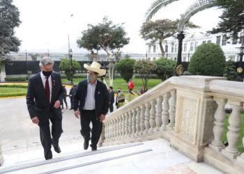 Francisco Sagasti, Chefe de Estado, recebeu o presidente eleito, Pedro Castillo, no Palácio do Governo: dificuldades no Congresso - Foto: Fotos Públicas/Presidência do Peru