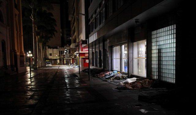 Prefeitura irá imunizar com dose única grupos que têm dificuldade em voltar para receber a segunda dose da vacina, como a população que vive em situação de rua - Foto: Leandro Ferreira/Hora Campinas