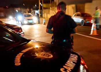 Operação da Guarda focou em concentrações de pessoas, em desrespeito às orientações de distanciamento Foto: PMC/Divulgação