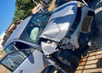 Veículo L200 amassado por conta da colisão com o poste durante a perseguição: fuga cinematográfica, bandido preso e caso de roubo em Jaguariúna resolvido Foto: Divulgação/GM