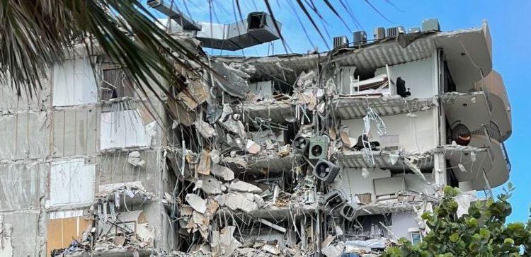 Parte de prédio que desabou deixando mais de uma centena de desaparecidos: tragédia ocorreu porque avaria no edifício não foi reparada a tempo Foto: Reprodução/Fotos Públicas