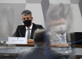O ex-diretor Roberto Dias prestou depoimento na CPI da Pandemia no Senado e negou irregularidades - Foto: Marcos Oliveira/ Agência Senado