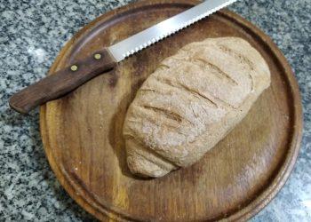 O pão integral vegano produzido por Arthur: ideia de fazer pães para sobreviver partiu da lembrança do sabor do pão da vó Dalira - Foto: Arquivo Pessoal
