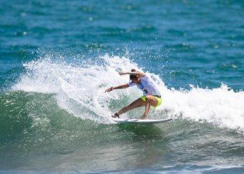 A atleta olímpica Silvana Lima nas águas japonesas Foto: Miriam Jeske/COB