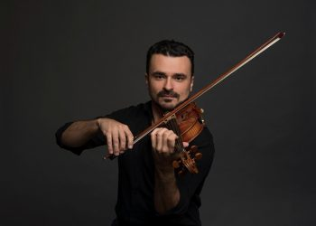 Violinista Cármelo de Los Santos é solista convidado de concerto - Foto: Eugene Ellenberg/Divulgação